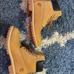 -SOLD-Timberland classic boots Women's size 8.5